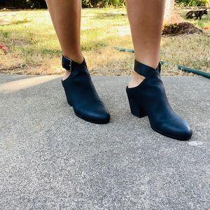 Super comfy black Aerosol ankle boot